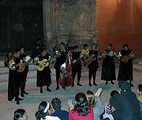 Estudiantinas begin playing music