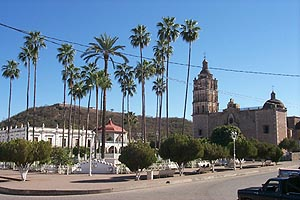 Picturesque town plaza - Plaza de Armas